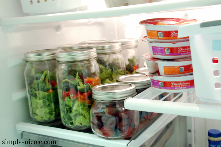 Cleaning and Organizing the Fridge at simply-nicole.com