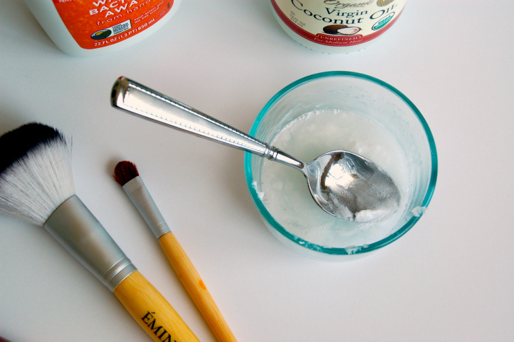 Clean Your Makeup Brushes Natually3