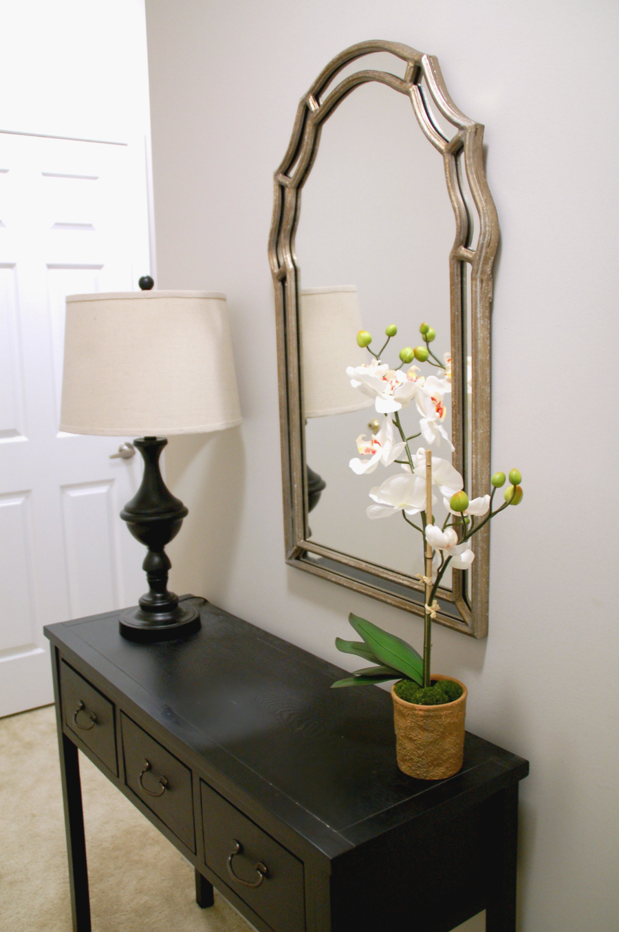 Decorate a small apartment foyer